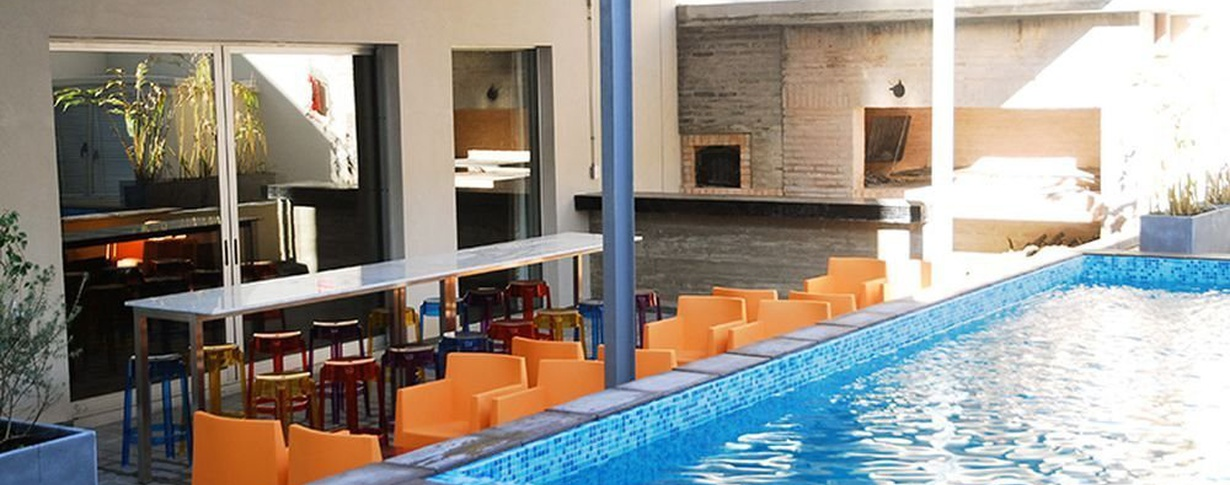 Piscina Regency Way Montevideo Hotel en Montevideo